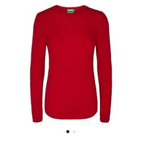 Smukkeste strik i rød og uld fra Benetton. Aldrig brugt. Sælges da jeg har to.