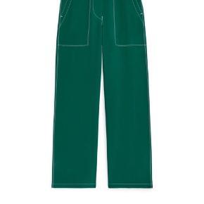 Ny Fluid Workwear bukser fra Arket. Brugt en gang. Perfekt stand.