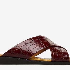 Billi Bi sandal i cognac farve. Brugt en enkelt gang og fremstår som ny. Normal str 39. Nypris 900 kr. Bytter ikke.