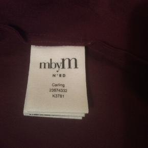 100 % silkebluse fra MbyM. Brugt og håndvasket 1 gang. Str. XL.