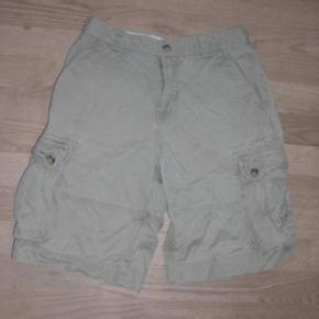 Varetype: Shorts Størrelse: 16 år ( 14) Farve: Beige Oprindelig købspris: 700 kr.