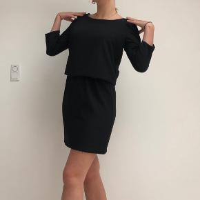 Pæn klassisk sort mini-kjole fra Selected Femme størrelse S