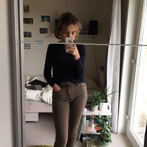 Mango jeans i str 36, brugt et par gange men i super god stand!  Jeg er 160cm høj
