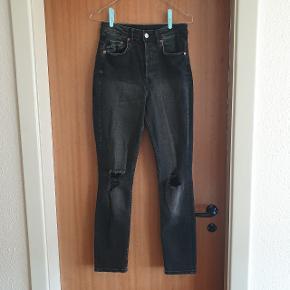 Smukke high waisted jeans fra H&M str. 27, men passer en S/M