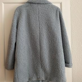 Bamsefrakke fra H&M brugt få gange. Stor i størrelsen