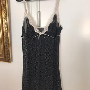 """Rigtig sød natkjole. Ikke brugt ret meget.  Mærket er """"Janice"""" Der står i den at størrelsen er L-42/44  Fra ikke rygerhjem  #30dayssellout"""