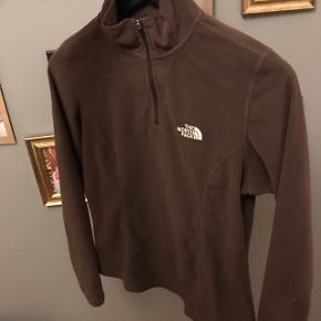 Sælger min mørkebrune the north face flis str xs svare til en xs-s den er i rigtig god stand. Mp 150-200kr