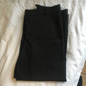 Helt nye Envii bukser i str. S.  De er sorte og aldrig brugt 😊 Har kostet 450 fra ny. Har brede ben og to lommer foran.  Byd gerne ✨