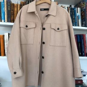 Oversize jakke i uldblanding.
