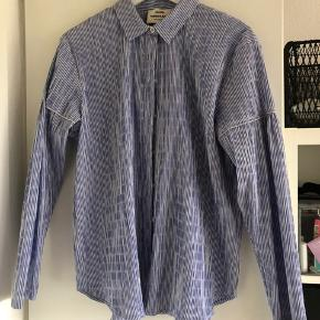 Skjorte med flot ærme
