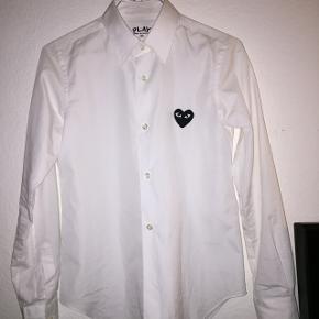 Play skjorte, brugt 1-2 gange!Str S Np 1700kr Mp 700kr