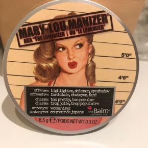 Mary-Lou Manizer fra The Balm cosmetics.  Gylden Highlighter. Har kun lige prøvet den på en gang.