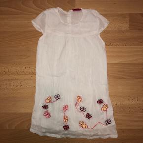 abb3022f Super fin kjole fra Me Too str. 98/3 år. ALDRIG BRUGT.