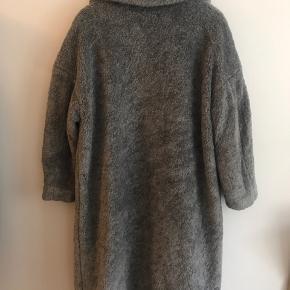 Dejlig varm faux fur! Str. Small med oversized look.