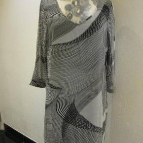 Cha Cha kjole str. L Bm 2x51 cm Længde 91 cm - kjolen har foer - polyester - 90 kr. plus porto (m8613)  #Secondchancesummer