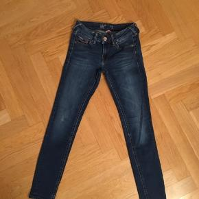 Hilfiger Model Sophie, low rise, skinny, str. 26/30.