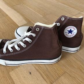 Converse Sneaker str 35. Måler 22 cm