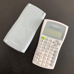 Texas Instruments lommeregner  Brugt, men stadig i fin stand  Sælges for 75kr  —————————————————————— - Sender med DAO - Betaling via Mobilpay - Ved TS handel betaler køber gebyr ——————————————————————