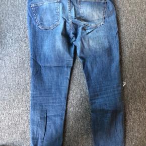 Zara Jeans - fin stand, men de er brugte, og slid begynder at vise sig på stoffet.