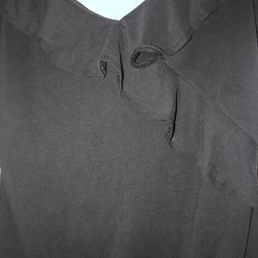 Sælger denne fine bodystocking, som er brugt få gange og fremstår i god stand. Farven er mørkegrå.