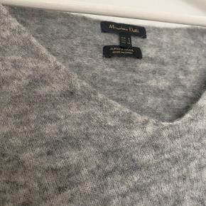 Lækker trøje fra Massimo Dutti i Alpaca uld. Sælger da jeg desværre ikke får den brugt. Købt sidste år.