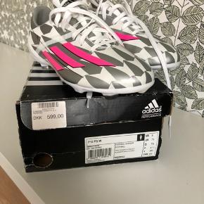 Fodboldstøvler. Adidas damemodel. F10 FG W. Str 41 1/3. Spritnye i kasse.
