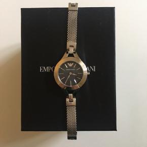Rigtig fint ur til kvinder. Gået med meget få gange!
