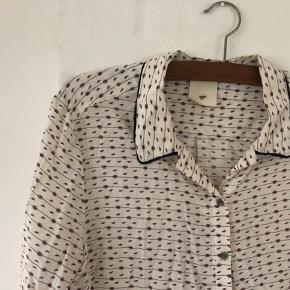Smuk silke skjorte  93 % silke  7 % spandex