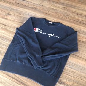 Champion Reverse Weave | Mørk-mørkeblå | str.Xl passer, L/M | ingen markante tegn på slid udover almindelig forbrugsspor.