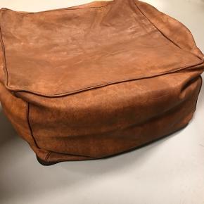 Cognacfarvet læderpuf 50x50x30 Uden fyld