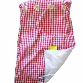 Baby sengetøj fra Fairytale Design i 100% bomuldUbrugt og stadig original emballage 100x70cm 1 stk kr. 25, 2 stk kr.40 Nypris kr. 299