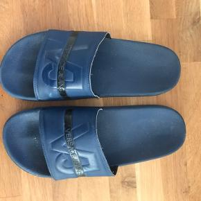 Versace slippers, ikke brugt særlig meget😅  BYD endelig