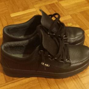 Chaussures en cuir, noires, jamais portées