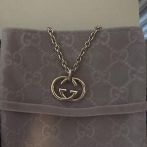 Sælger min elskede Gucci halskæde da jeg skal købe mit grail  Søger bud, alle bud over 1500 godtages