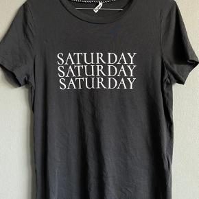 Super fin t-shirt, aldrig brugt, da jeg fortryd købet. Prisen er uden fragt