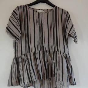 Varetype: Skjorte Farve: se billede Oprindelig købspris: 599 kr.  Stor i størrelsen