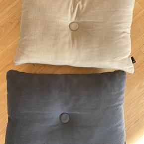 Tre hay puder i en beige, grå og blå/grå. Puderne er i rigtig fin stand og nyprisen er 550 kr. pr stk.   Sælges samlet for 900 kr.