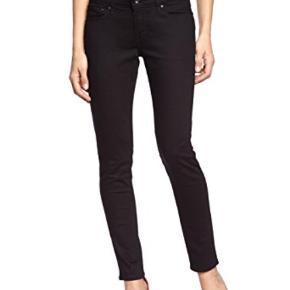 Varetype: Fede jeans Størrelse: 26 Farve: Sort Oprindelig købspris: 1000 kr.  Lækre jeans i 99% bomuld og 1% elastan.  Str. 31 i længden.