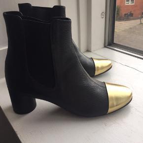 Super fine støvler fra Stine Goya. Helt nye med prismærke. Kom med et realistisk bud, bytter ikke