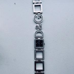 Ur fra Dolce & Gabbana med sten sælges. Aldrig brugt. Æske og ekstra led medfølger.  Bemærk at nyt batteri skal indsættes.