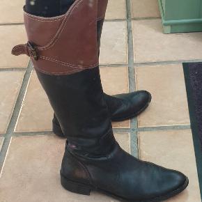Lange støvler fra Tommy Hilfiger.  Brugt, men stadig fine😊