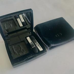 Used once. Black shimmery eye-shadow. Long wear. Small mirror and 2 applicants in the pack.