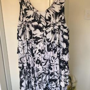Super sød kjole med flæser