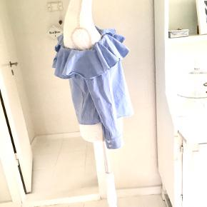 Fin lyseblå skjorte, pæn stand, str. 42, H&M, god men brugt.