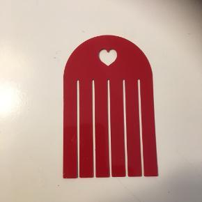Skabelon. Mønster til. Flettede hjerter  Lav hjerter i læder stof filt papir og jeansstof ?   Rød plastic skabelon til hjemmelavet julepynt til jul