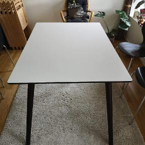 Længde:120 Bredde:80  Ikke muligt med plade.   2 stole på hver langside.   Ingen ridser eller brugsmærker.   11 måneder gammelt og stort set aldrig brugt.