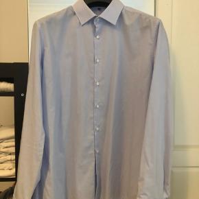 Blandet herreskjorter i str. XL 43, flere af dem er der 2 af.   I alt 11 skjorte fra seidensticker.  1 skjorte fra fra JACQUES BRITT  Ny pris pr skjorte: 600-900 Ved køb af flere kan der fås rabat