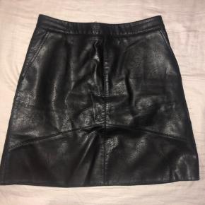 Læder nederdel fra Zara