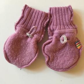 Lyserøde babyvanter i blød uld