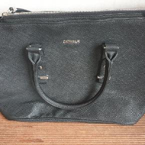 Catwalk taske brugt Max 5 gange  er som ny. Ny pris 300 kr.  L = 42 B= 17 H= 30 cm.  Min pris KUN 100 kr.